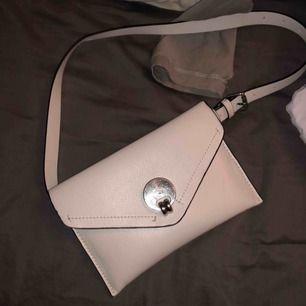 Väska ifrån Zara Beige/vit ny köpt