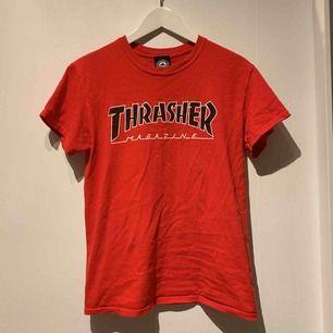 Sjukt snygg thrasher T-shirt. Köpt i USA och är osäker på om den går att få tag på i Sverige. Endast använd en gång.