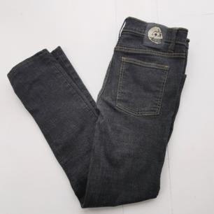 Jättefina jeans från Cheap Monday i jättefint skick. Köparen står för frakten ⚡