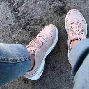As snygga chunky sneakers från Nike i deras modell M2K Tekno. Älskar dessa skor men de kommer aldrig till användning