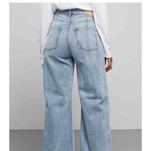 ace jeans från weekday, kontakta om du vill se en liten detalj, skickar bild. Frakt tillkommer!