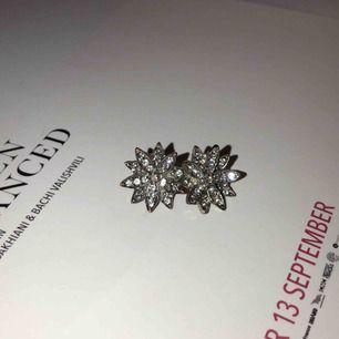 Kristall-blommor typ, väldigt fina iaf💓