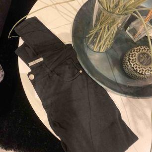 Helt vanliga svarta byxor från Gina. 30kr+ frakt