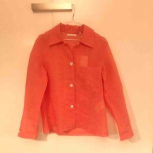 Röd och vitrandig skjorta. Aldrig använd. Oversize.