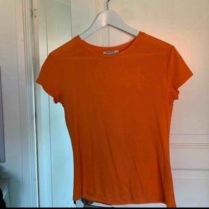 Orange t-shirt från Zara. 30kr+frakt