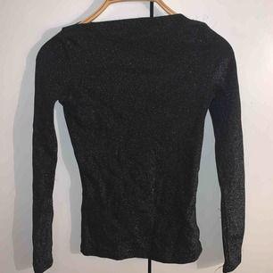 glittrig tröja från chiquelle. Aldrig använt. Väldigt stretchig i materialet. +frakt