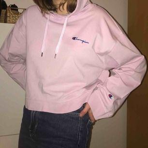 Säljer hoodie Champion x Weekday då den inte kommer till användning! Nypris 800kr 💕 mer bilder finns
