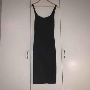Snygg bodycon klänning från Zara. Använt några gånger. Men skicket är bra. +frakt