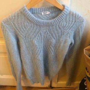 Ljusblå stickad tröja från Filippa K. Använd 1 gång.  XS, passar även S.