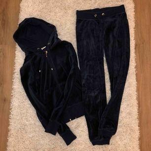 Marinblått set 💙💙💙 Säljer båda delarna för 100kr och båda delarna är i storlek S! Möts upp i Linköping annars stå köpare för frakt