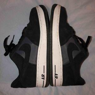 Ett par knappt använda nike air force, ordinarie pris 1200kr storlek 40 säljes pga att jag har för mycket skor