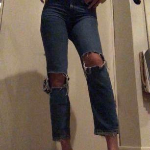 """Super snygga jeans från berskha. Sitter tajt tunt låren och rumpan och rakt ned mot fötterna. 100% bohull men väldigt skönt och """"mjukt"""" material."""