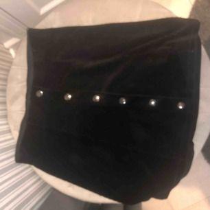 Manchester kjol med knappar strech