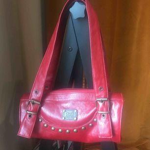 Cool oanvänd liten partyväska Dolce&Gabbana. 200:- el bud. Köpare står för frakt.