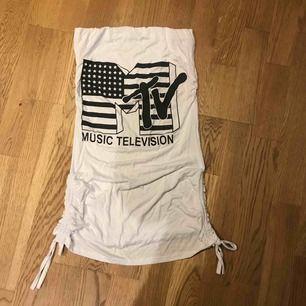 MTV- retro top, axelbandslös  Köparen står för frakt