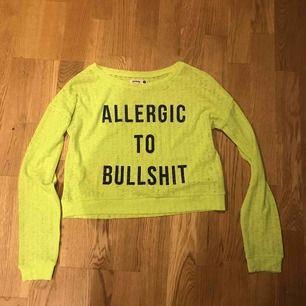 Neongul tröja i tunt genomskinligt material, köpt utomlands Köparen står för frakt