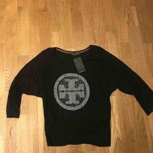 Ny tröja med pingvinärm fr Reserved Köparen står för frakt