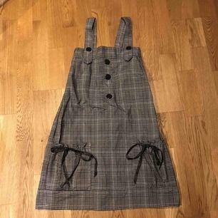 Kort manga-klänning köpt utomlands  Köparen står för frakt