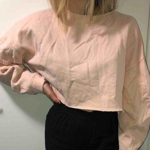 Ljusrosa tröja från zara i storlek S, knappt använd!