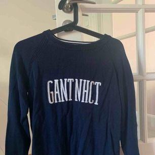 Snygg GANT tröja säljes pga ingen användning längre. Så gott som ny. Storlek S. Nypris: 2000kr. Mitt pris: 500kr