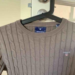 säljer GANT KABELSTICKAD tröja för endast 500kr (nypris: 1800kr) pga för liten. Storlek XS.