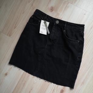 Gråsvart jeanskjol från asos, rak passform, aldrig använd