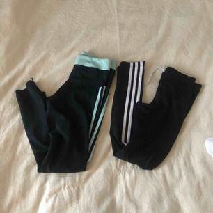 Två par adidas träningsbyxor, ena paret är i använt skick (se bild).