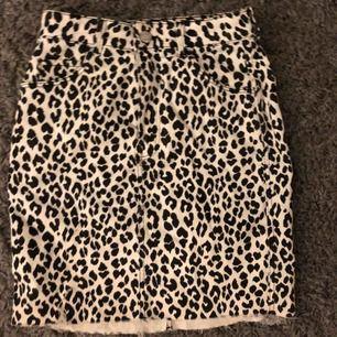 Helt ny kjol från hm aldrig använd.