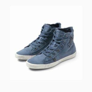 Snygga Odd Molly denim blue butterfly high sneakers! Är helt oanvända!