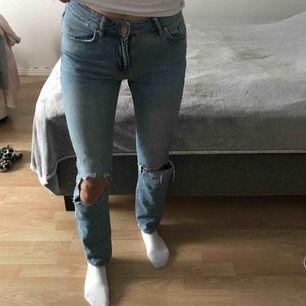 Slitna jeans i storlek xs