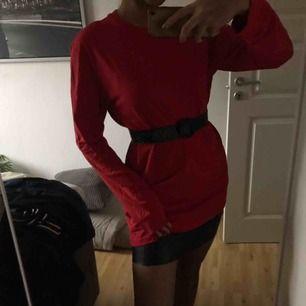 Lång tröja från HM. Kan användas som klänning  Inklusive frakt!