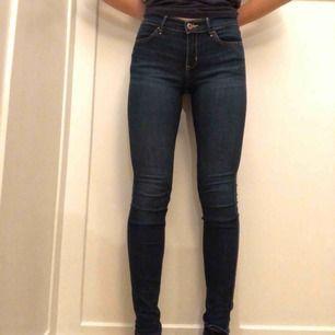 Klassiska mörkblå jeans ifrån Abercrombie kids!