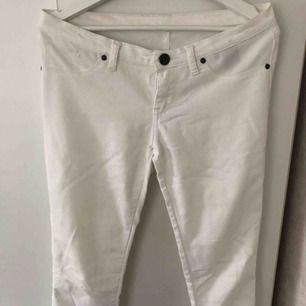 DR DEMIN vita jeans i storlek M. Frakt tillkommer.