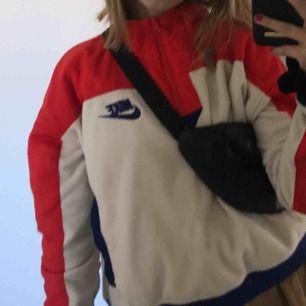 En cool Nike hoodie, kostanden plus frakten