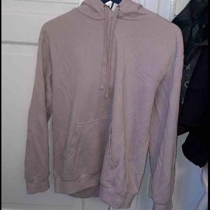 Skit snygg hoodie, köpte den här på plick men har inte fått användning av. Kostnaden plus frakt