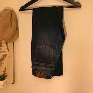 Fina jeans i jääättte fin jeansfärg, strl s, passar nog XS också ! 😜 (Samma som på sista bilden fast färgen på de två första)