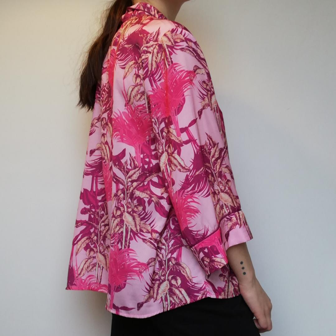 Rosa oversize Hawaii-inspirerad skjorta från Lindex Holly & Whyte i stl M. Frakt 36 kr. . Skjortor.