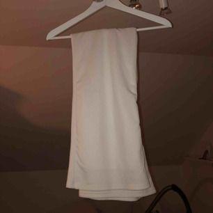 Riktigt snygga raka kostymbyxor som är väldigt användbara, passar till det mesta och är varma! Du står för frakten💕