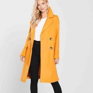 Jätte fin lång kappa ,slutsålda!!  köptes nysss för 1084,88kr