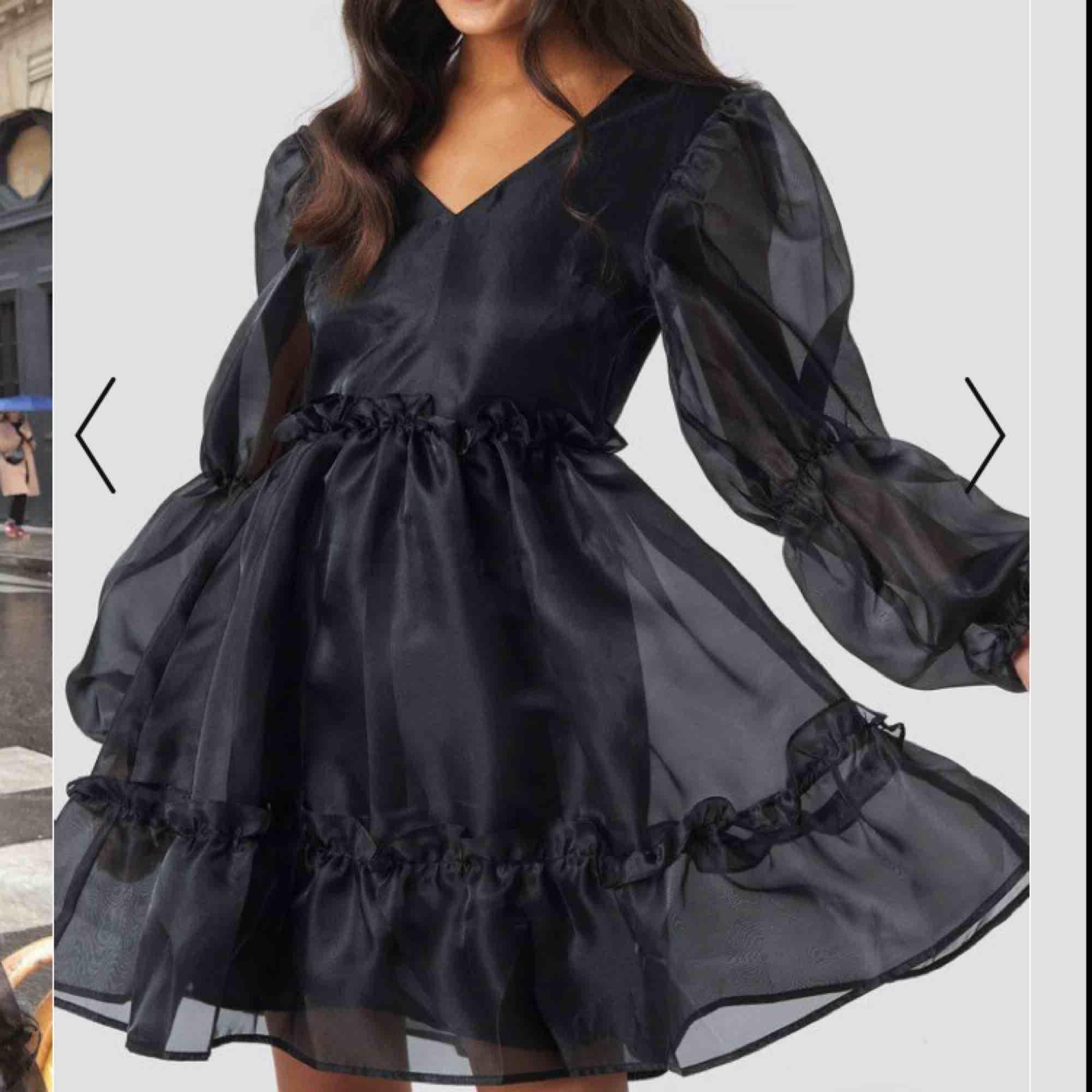 Jättevacker klänning från NAKD. Helt ny och populär! Slutsåld på NAKD många gånger. Passar alla mellan XXS-S! . Klänningar.
