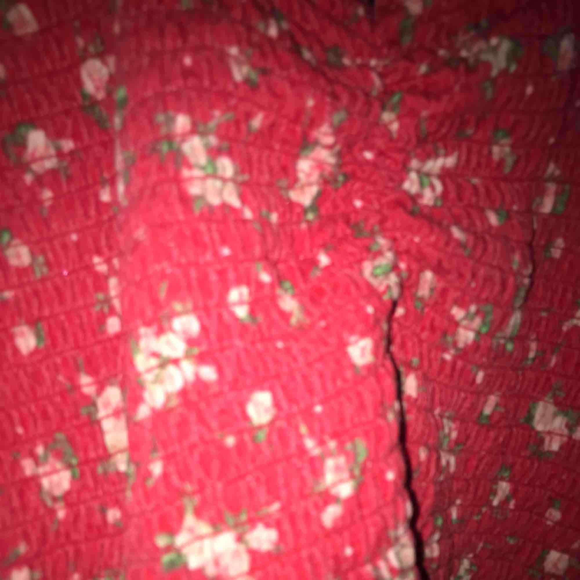 Söt blommig topp från bikbok 🌸🌸 lite ribbad🦋. Toppar.