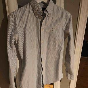 Skjorta från Ralph Laurent i storlek XS, i fint skick som ny!