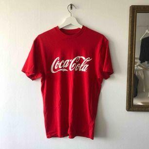 Snygg t-shirt från Carlings! Sparsamt använd, frakt tillkommer💘 Kan mötas upp i Trollhättan och Göteborg.