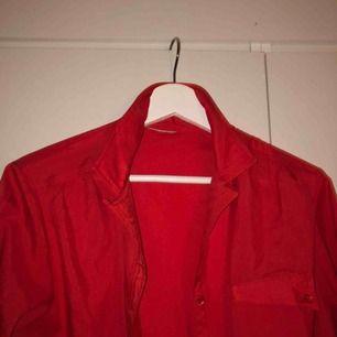 En röd skjorta från secondhand!💕💕