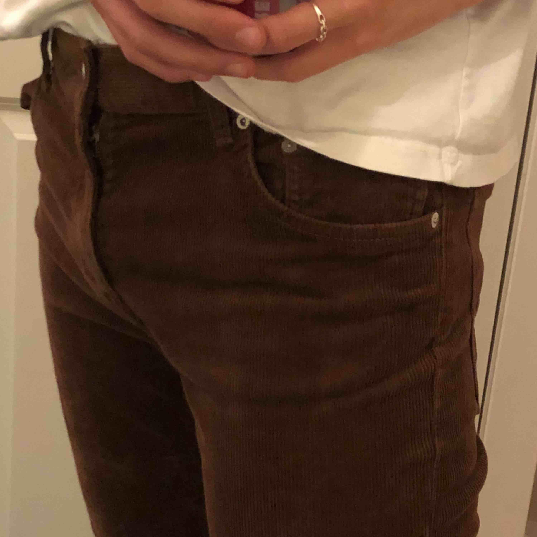 As fina Manchester byxor från Weekday! De har tyvärr blivit för små gör mig ://. Köpare står för frakt ❤️.. Jeans & Byxor.