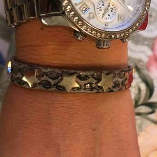 Armband med stjärnor , pris inkl frakten