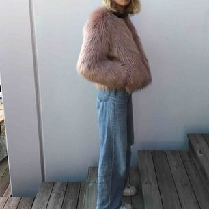 Rosa fluffig jacka från Ivy Revel! Köpt för ca 1200kr i storlek 34