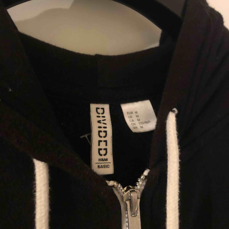 Från H&M, använd 2 gånger.. Huvtröjor & Träningströjor.