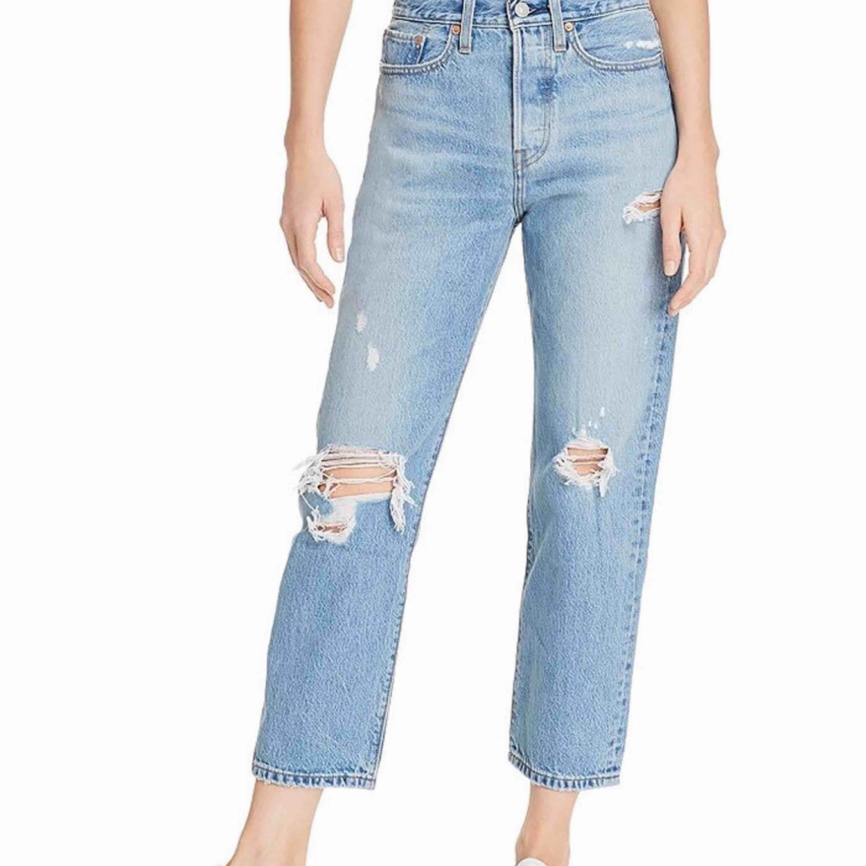 SKITSNYGGA Levis jeans i storlek W24 L26 😩🕺✨ Endast använda en gång, pågrund av fel storlek! Nypris: 1200 kr. Jeans & Byxor.