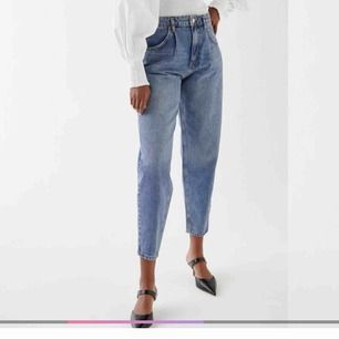 Fräna mom jeans från Gina, endast testade.  Fraktar endast, frakten är inkluderad i priset:)